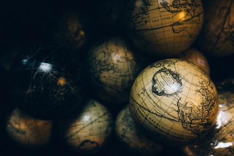 globes-1246245_1280.jpg